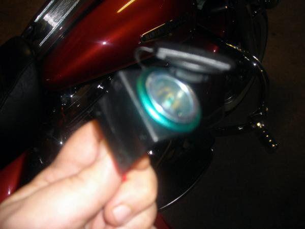 Album - Montage d'un allume cigare sur un Road King Harley Davidson